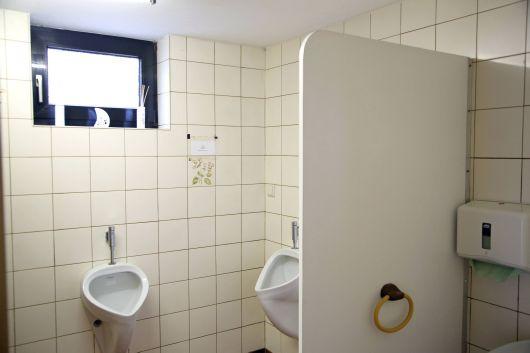 Die Sanitäranlagen des Pfarrheim stammen noch aus den 1970er Jahren.