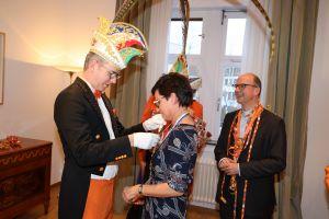Aus der Hand von Prinz Robert II. erhielt Bettina Endres den Orden.