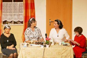 """In dem Stück  """"Auch Omas brauchen Liebe"""" geht es um vier Seniorinnen, die eine Kontaktanzeige aufgeben (von links): Victoria Popa, Ursula Risch, Dagmar Werner und Renate Syndikus."""