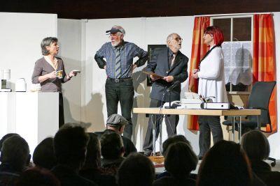 """""""Adelheid – oder: Wie werde ich sie los?"""" mit (von links) Christina Braun, Alfred Streib, Dr. Peter Strohbach und Ursula Risch."""