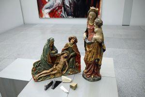 """Im Museum am Dom gibt es jede Menge Material """"zum Anfassen"""", wie diese Replik einer Madonna von Tilmann Riemenschneider oder Stücke von verschiedenen Gesteinen, wie sie zum Beispiel für Skulpturen verwendet werden."""