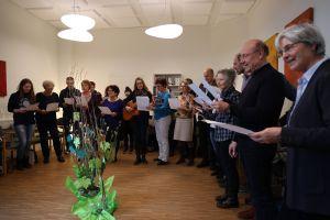 Die Kolleginnen und  Kollegen der EFL Würzburg sangen Burkard Fleckenstein zum Abschied ein Lied.
