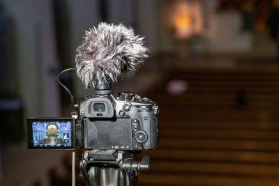 Die Abtei Münsterschwarzach überträgt ab dem 21. März dreimal täglich Gottesdienste beziehungsweise Gebetszeiten live via Internet.