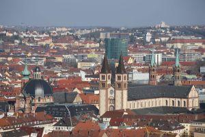 Die Diözese Würzburg bittet um das solidarische und verbindende Läuten der Glocken in allen Kirchen des Bistums, täglich um 21 Uhr.