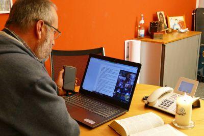 """Walter Lang, Beauftragter für die Internetseelsorge des Bistums Würzburg, war einer der Moderatoren bei """"Bibel teilen online""""."""
