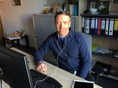 Daniel Elsässer, Leiter der Psychosozialen Beratungsstelle für Suchtprobleme in Aschaffenburg, arbeitet derzeit vom Homeoffice aus.