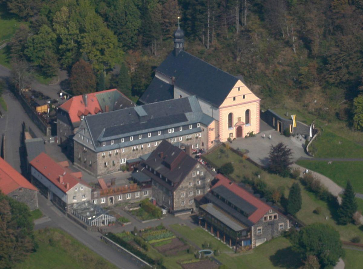 Das Kloster Kreuzberg (Landkreis Rhön-Grabfeld) ist Ziel vieler Wallfahrten.