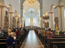 Erstmals nach acht Wochen wurde im Kiliansdom wieder ein öffentlicher Gottesdienst gefeiert. Zur Maiandacht kamen 101 Gläubige.