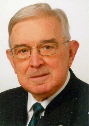 Pfarrer i. R. Monsignore Walter Holzheimer.