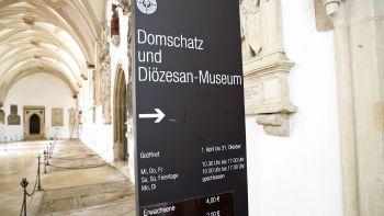 """Die Museen im Freistaat dürfen unter Beachtung von zahlreichen Auflagen wieder öffnen. Das ökumenische Fernsehmagazin """"Kirche in Bayern"""" war im Diözesanmuseum im Bistum Eichstätt."""