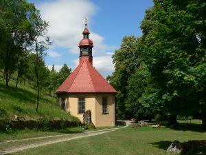 Lohnenswerte Ziele für Einzelpilger gibt es im Bistum Würzburg zuhauf, zum Beispiel Maria Steinthal oberhalb von Hammelburg.