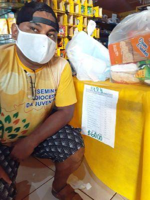 Die Kirche in Óbidos versucht, durch Lebensmittelspenden der armen Bevölkerung zu helfen.