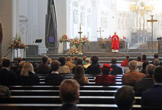 Bischof Dr. Franz Jung feierte am Pfingstsonntag einen Pontifikalgottesdienst im Kiliansdom.