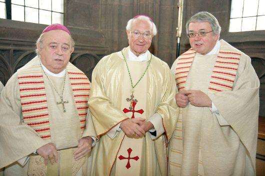 Feier zum 25. Jubiläum der Bischofsweihe von Bischof Dr. Anton Schlembach (Mitte) mit Bischof em. Dr. Paul-Werner Scheele (links) und Generalvikar Dr. Karl Hillenbrand (rechts).