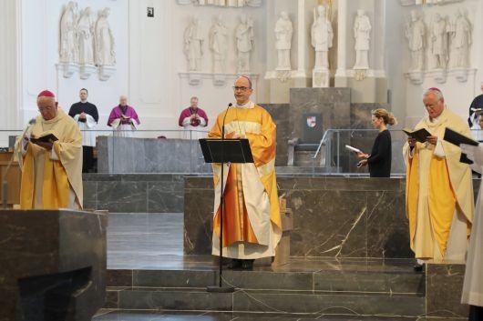Jahrestag der Bischofsweihe von Bischof Dr. Franz Jung (von links): Weihbischof Ulrich Boom, Bischof Dr. Franz Jung und Bischof em. Dr. Friedhelm Hofmann.