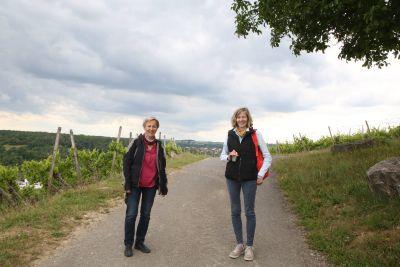 Familienseelsorgerin Sabine Mehling-Sitter und Jugendbildungsreferentin Susanne Müller sind zwei der drei Koordinatorinnen der Geocaching-Routen. (von links)
