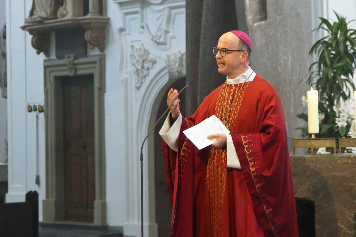 Bischof Dr. Franz Jung feierte einen Gedenkgottesdienst für den verstorbenen Bischof em. Dr. Paul-Werner Scheele im Würzburger Kiliansdom.
