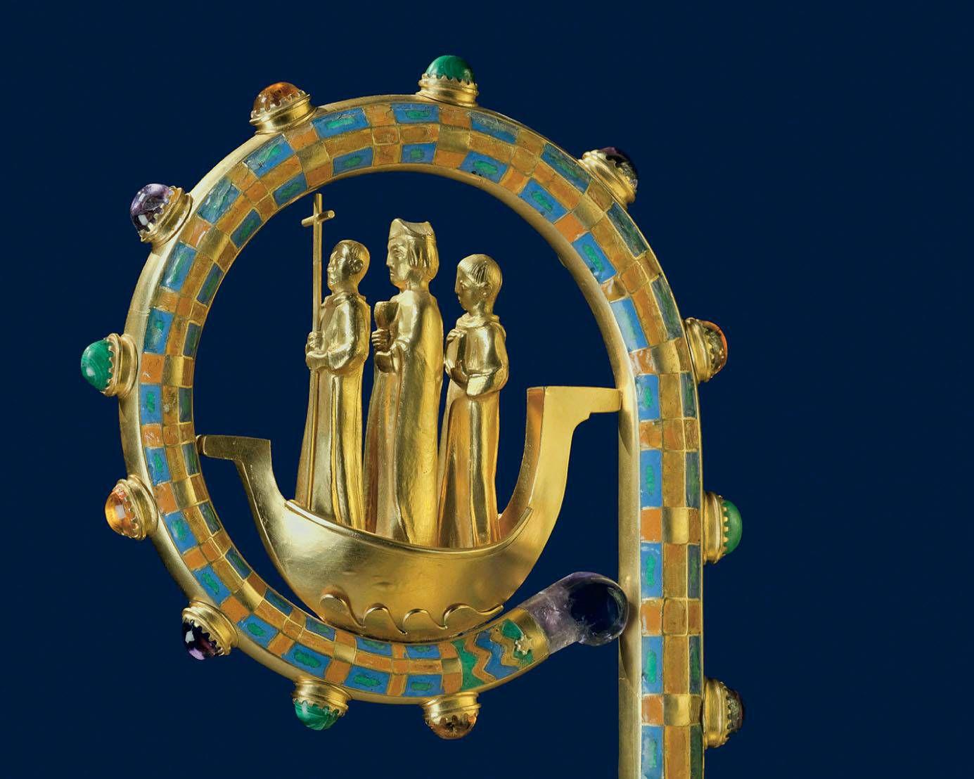Ein Würzburger Bischofsstab von 1948 zeigt in seiner Krümme die Frankenapostel Kilian, Kolonat und Totnan in einem Boot. Ein Farbfoto zeigt diese Krümme zu Beginn des Eigenteils der Diözese Würzburg im Gotteslob.