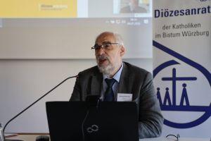 Domkapitular Christoph Warmuth von der Hauptabteilung Seelsorge erklärte, was alles in die Überlegungen zu den Pastoralen Räumen eingeflossen sei.