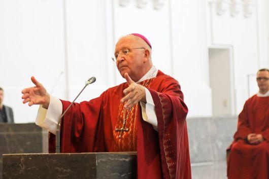 Auch wenn die Zeiten schwierig seien, gebe Gottes Liebe Halt auf der Fahrt durch das Meer des Lebens, betonte Weihbischof Ulrich Boom in seiner Predigt.