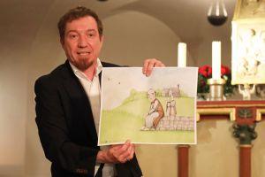"""Joachim Schroeter vom Autorenteam des Bilderbuchs """"Kilian"""" stellte eine Bildkarte vor, wie sie für das Kamishibai-Erzähltheater verwendet wird. Zusätzlich zum Buch gibt es Begleitmaterial für den Schulunterricht."""