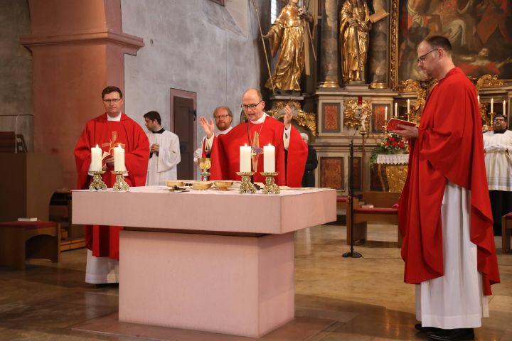 Bischof Dr. Franz Jung feierte am Hochfest der Frankenapostel, Mittwoch, 8. Juli, in der Mellrichstädter Pfarrkirche Sankt Kilian ein Pontifikalamt.