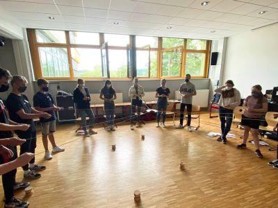 17 Schülerinnen und Schüler des Johann-Schöner-Gymnasiums haben an einer Tutorenschulung der Kirchlichen Jugendarbeit (kja) teilgenommen.