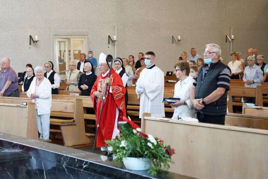Weihbischof Ulrich Boom feierte am Donnerstag, 9. Juli, einen Kiliani- Pontifikalgottesdienst in der Schweinfurter Pfarrkirche Sankt Kilian.