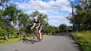 Marcus Marquart versucht sich mit dem Rennrad an der Everest-Challenge.