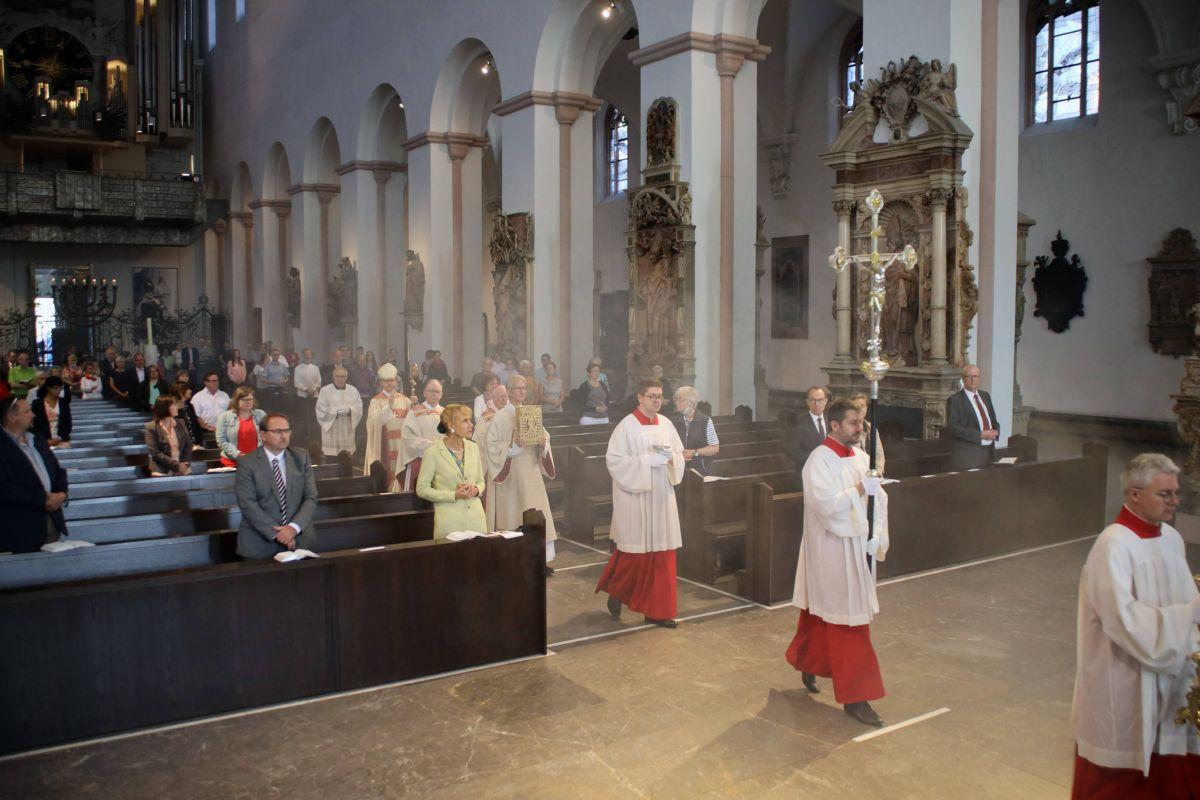Bei einem Pontifikalgottesdienst mit Bischof Dr. Franz Jung im Würzburger Kiliansdom ist am Donnerstag, 23. Juli, Domkapitular Thomas Keßler als Generalvikar verabschiedet worden.