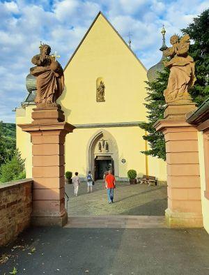 """Das Seelsorgeteam der Wallfahrtskirche """"Maria im Grünen Tal"""" freut sich auf alle Pilger, die unter Beachtung der Schutzmaßnahmen eine Wallfahrt unternehmen."""
