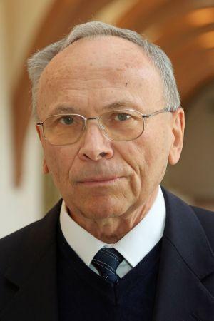 Studiendirektor a. D. Josef Öhrlein.