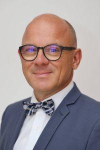 Schulrat i. K.  Jürgen Engel, Schulreferent des Bistums Würzburg.
