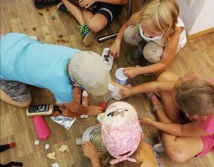 Die Kinder bastelten unter anderem aus Abfall neue Spiele.