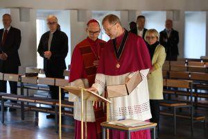 Domdekan Dr. Jürgen Vorndran legte in der Hauskapelle des Würzburger Exerzitienhauses Himmelspforten sein Treueversprechen ab.