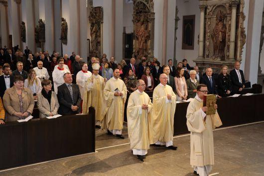 Bei einem Pontifikalgottesdienst am Samstag, 26. September, hat Bischof Dr. Franz Jung im Würzburger Kiliansdom Benjamin Schimmer und Manuel Thomas zu Diakonen geweiht.