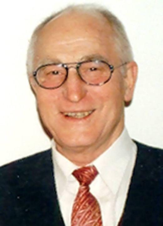 Studiendirektor a. D. Alfons Wiesler.