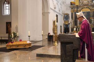 """Als einen """"Seelsorger nach dem Herzen Christi"""" würdigte Bischof Dr. Franz Jung den verstorbenen Domkapitular em. Prälat Hartmut Wahl."""