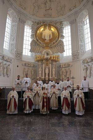 Bei einem Pontifikalgottesdienst mit Bischof Dr. Franz Jung am Samstag, 10. Oktober, ist Bertram Ziegler im Würzburger Kiliansdom zum Priester geweiht worden.