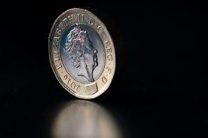 Eine Münze mit dem Antlitz der britischen Königin Elizabeth II.