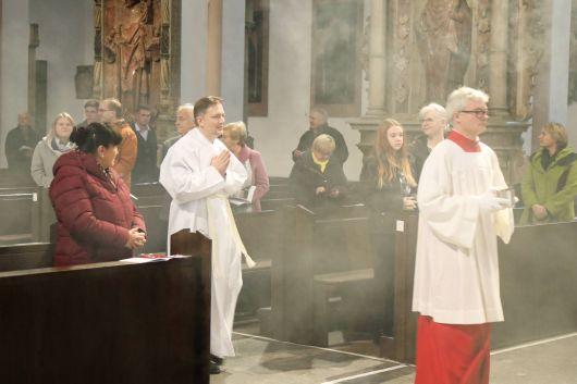 Bei einem Pontifikalgottesdienst am Samstag, 17. Oktober, hat Weihbischof Ulrich Boom im Würzburger Kiliansdom Uwe Becker zum Ständigen Diakon geweiht.