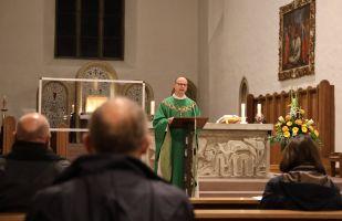 Bischof Dr. Franz Jung feierte mit den Delegierten am Freitagabend in der Würzburger Franziskanerkirche eine heilige Messe.