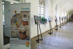Die Ausstellung ist bis 4. November im Kreuzgang des Kilianeums-Haus der Jugend zu sehen.