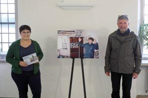Christina Lömmer (BDKJ) und Alexander Sitter (Diözesanstelle Weltkirche) hoffen, dass die Ausstellung einen neuen Einblick in die Situation der Menschen in der Ukraine ermöglicht.