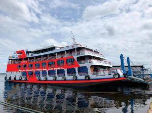 """Unter dem Namen """"Papst Johannes Paul II."""" ist ab sofort ein zweites Krankenhausschiff auf dem Amazonas im brasilianischen Partnerbistum Óbidos unterwegs."""