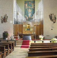 Innenansicht der Stockstädter Pfarrkirche Maria Rosenkranzkönigin