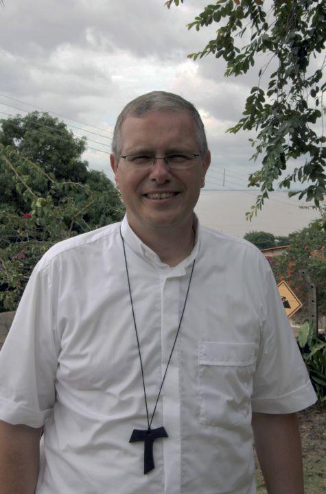 """""""Gemeinden auf Entfernung – Leitungskonzepte aus der Amazonia"""" stellt Bischof Bahlmann in seinem Vortrag vor."""