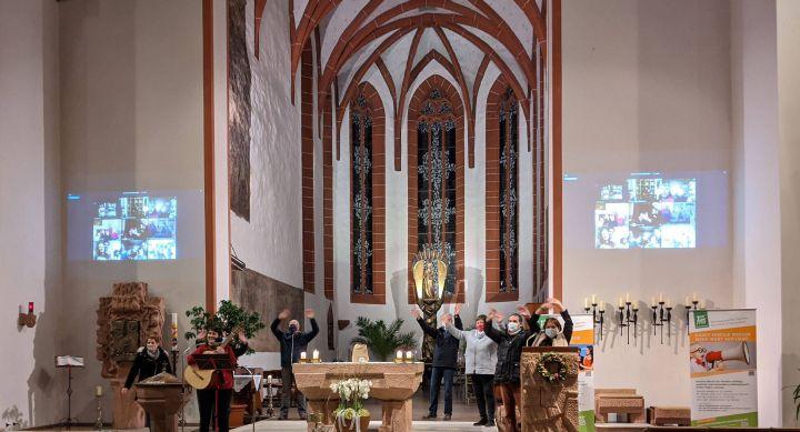Zum Abschluss des virtuellen Familiennachmittags gab es eine Lichterkette via Internet quer durch das gesamte Bistum.