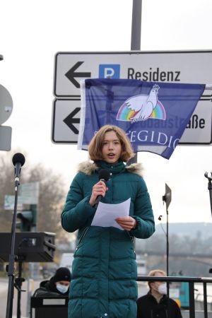 """""""Zukunft braucht Erinnerung"""", hob Sophia Reiß, Schülersprecherin der Sankt-Ursula-Schule, hervor."""