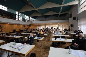 Mehrheitlich stimmte der Diözesanrat für einen Antrag, mit dem er sich klar gegen eine derzeit von der Bistumsleitung diskutierte Wiederbesetzungssperre in der Hauptabteilung Seelsorge positionierte.